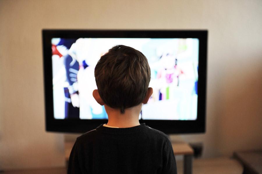 テレビに縦線や横線が入るようになったときの対処法