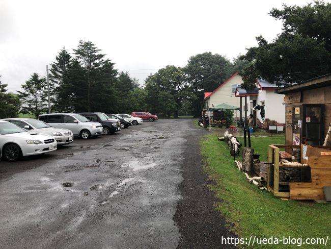牛小屋のアイス 駐車場