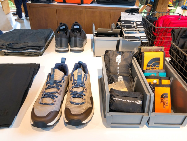 THE NORTH FACE 店内