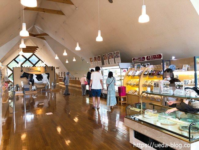富良野チーズ工房 2階のお土産店