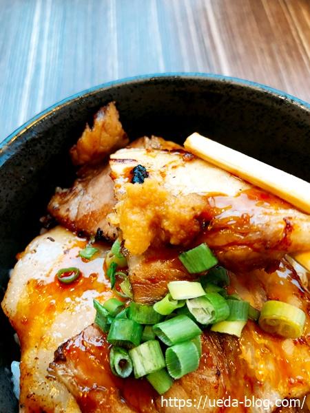 チャーシュー焼豚丼の肉