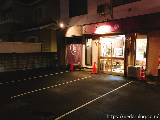 あやめ本店の正面駐車場(4台分)