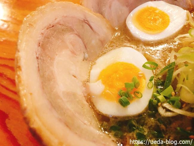 チャーシューと半熟卵