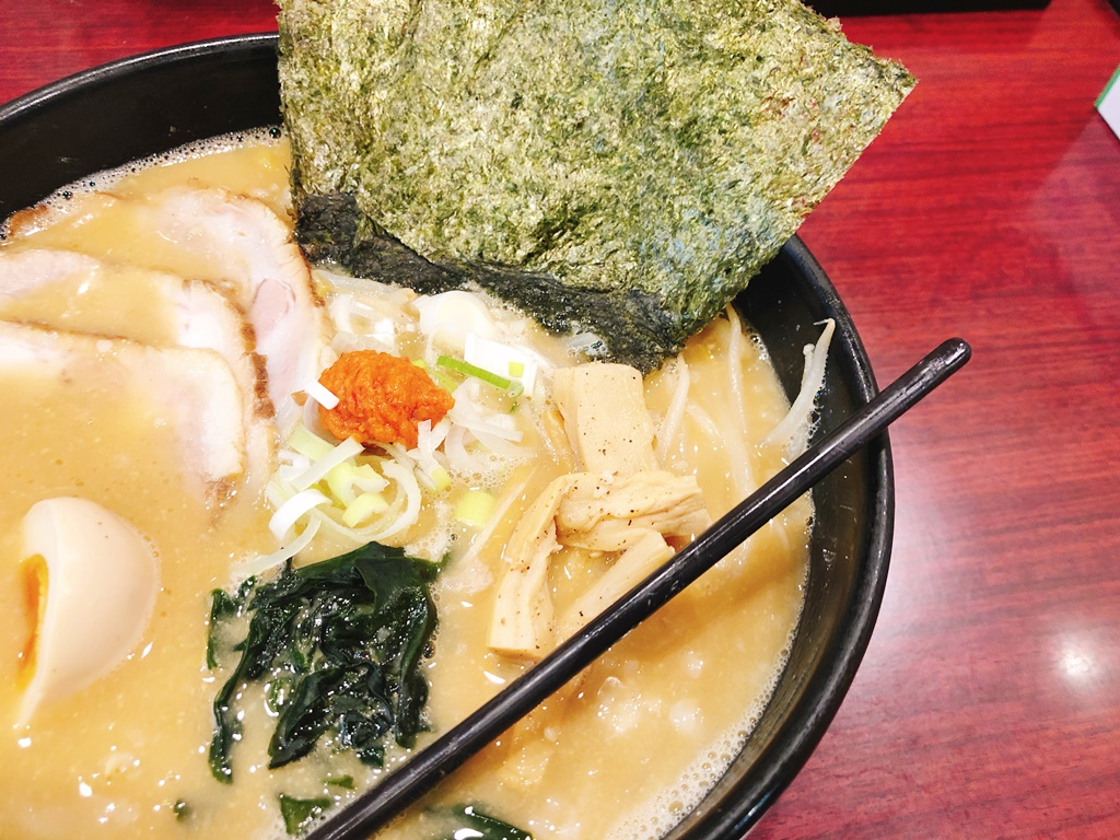 ▲久楽の白味噌ラーメン+特製トッピング(200円)