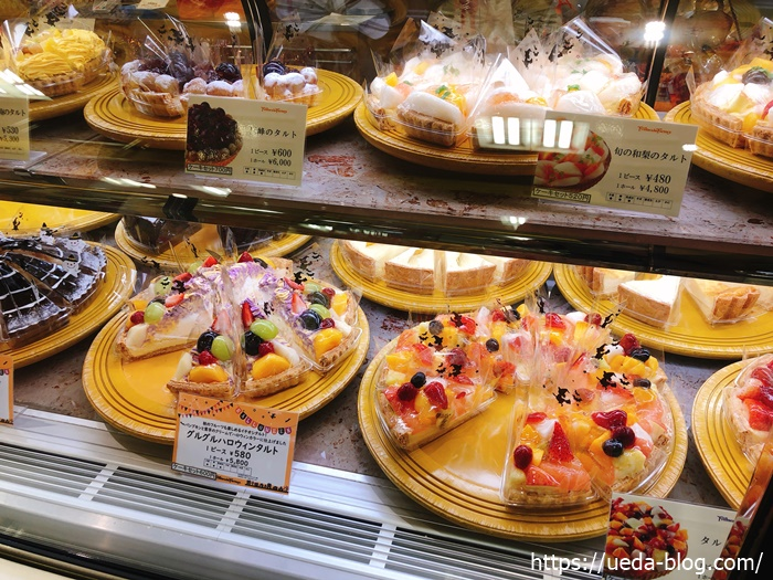 美味しそうなタルトケーキがずらりと並ぶ